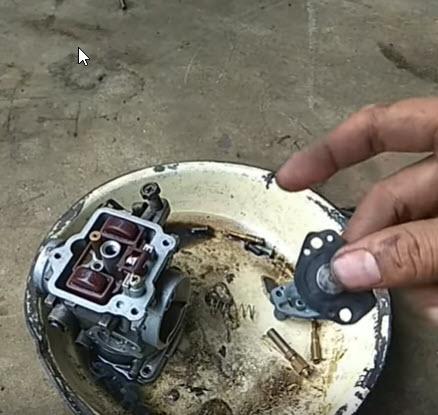 Cara Perbaiki Satria FU RPM 5000 Brebet. cara bersihkan karburator satria fu